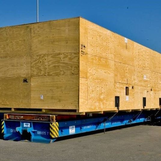 Big crate on 40ft rolltrailer