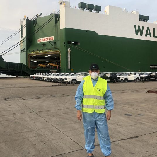 Daniel Dong standing in front of a vessel